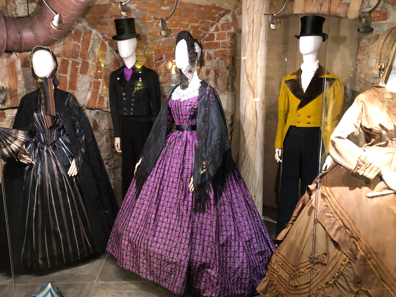 Lady in the Crinoline: the most extreme fashion of the Victorian era at the Riga Fashion Museum