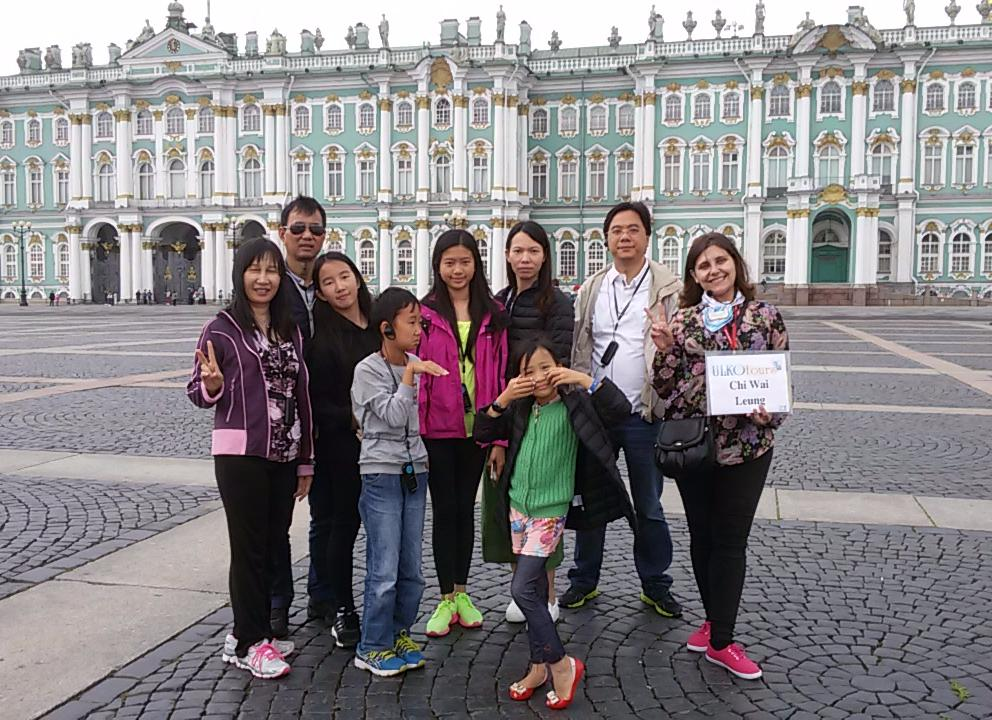 A day with a private English-speaking guide in St. Petersburg